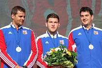 Stříbrní medailisté z mistrovství Evropy v soutěži družstev v trapu, zleva David Kostelecký, Jan Borkovec a Jiří Lipták.