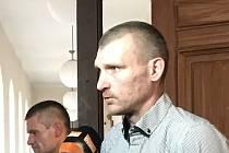 Podle Krajského soudu brněnský policista David Važan zneužil své pravomoci tím, že v roce 2017 z interní databáze vytáhl citlivé informace, a ty předal svým dvěma známým.