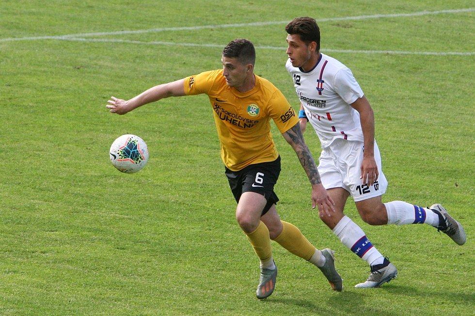 24.6.2020 - 26 kolo F:NL mezi domácí SK Líšeň (bílá - Jakub Kučera) proti FK Baník Sokolov (žlutá - Daniel Kovář)