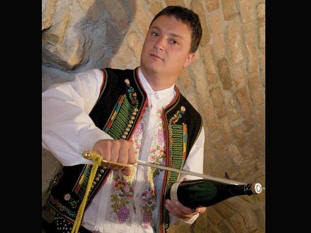 Kamil Prokeš z Velkých Němčic na Břeclavsku je několikanásobný vítěz mezinárodní soutěže v sabráži.