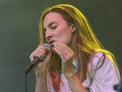 Proslavil ji singl Nafrněná, za který získala Cenu Anděl. Zpěvačka a herečka Barbora Poláková vystoupila ve čtvrtek večer na koncertě v Brně, který hostilo nádvoří hradu Špilberk.