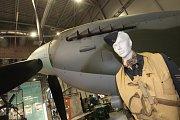 Kokpit modelu stíhačky Spitfire v životní velikosti vystavuje pelhřimovské Muzeum rekordů a kuriozit.