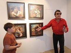 Galerie Dílo zahájila výstavu snímků a olejomaleb Jana Saudka.