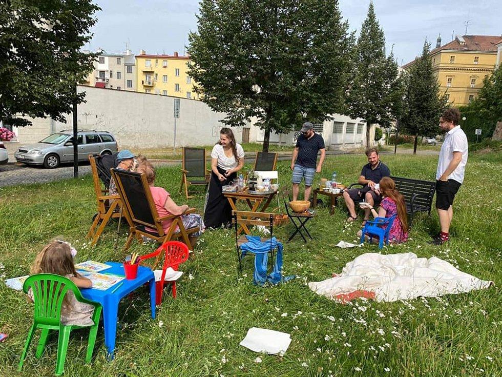 Akce Česko jde spolu na piknik vyzvala lidi z různých míst naší země, aby pořádali ve stejný čas piknik. Na snímku akce v Olomouci.