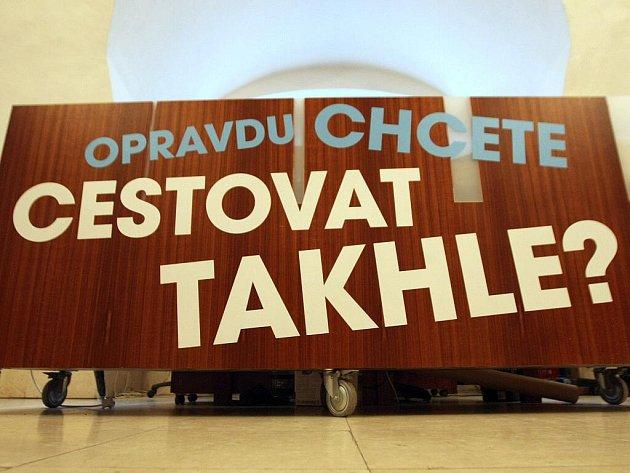 Výstava Vandalismus v MHD v brněnském Urban centru.