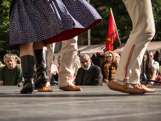 Hned několik cizích jazyků si mohl v sobotu odpoledne vyslechnout ten, kdo se zastavil na Moravském náměstí v Brně. Sobotním programem tam totiž vrcholil festival národnostních menšin Babylonfest.