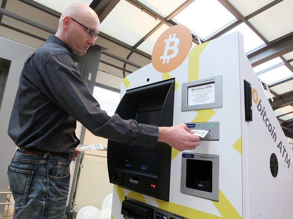 První automat na bitcoiny na Moravě je v brněnské Galerii Vaňkovka.