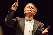 Dirigent Valerij Gergijev na závěrečném koncertě Moravského podzimu v brněnském Janáčkově divadle.
