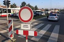 Havárie vodovodu uzavřela brněnskou Gajdošovu ulici.