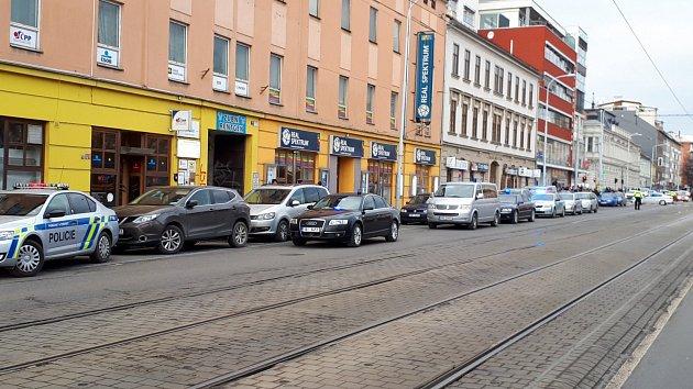 Lidická ulice vBrně je uzavřena. Pohybuje se po ní údajně člověk se zbraní.