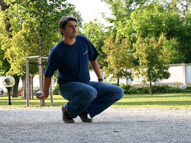 Hráč pétanque Franck Ferlay.