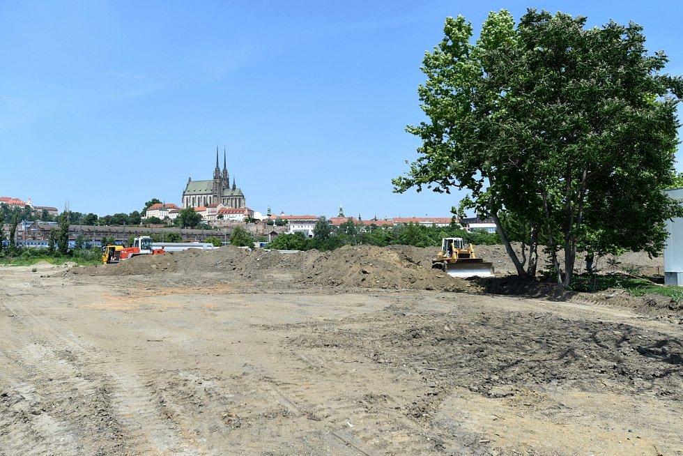 Podoba prostoru budoucího Jižního centra mezi brněnskými ulicemi Opuštěná, Trnitá a Uhelná z poloviny roku 2020.