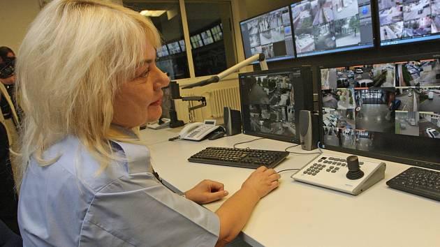 Od pátku funguje nové centrální pracoviště Městského kamerového dohledového systému. Má lidem zajistit hlavně větší bezpečnost.
