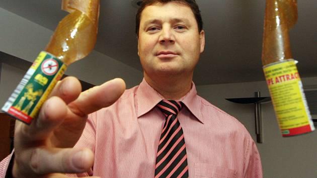 Podnikatel Libor Moudrý je ředitelem největšího podniku v republice na výrobu mucholapek.