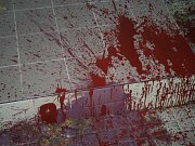 Mstitel vyzdobil rodinný dům červenou barvou. Škoda je v desítkách tisíc