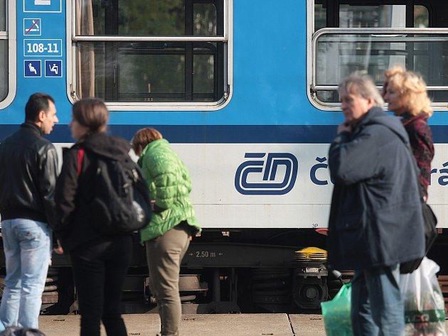 Tragické neštěstí se stalo v sobotu hodinu před polednem na chrlickém vlakovém nádraží. Osmiletou dívku srazil vlak, na místě zemřela.