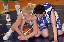 Basketbalistky brněnského Valosunu prohrály zápas s trutnovskou Karou  84:86.