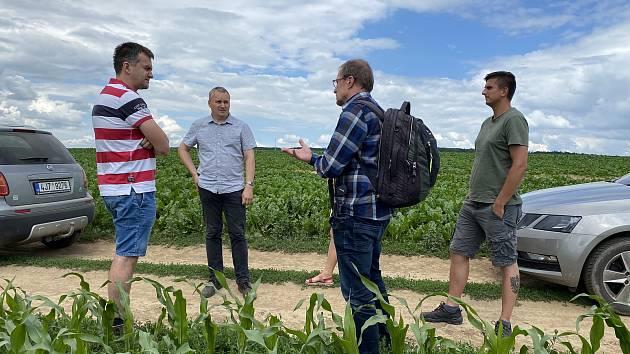 Během léta a podzimu pořádají zemědělci v družstvě v Nové Vsi u Oslavan praktické semináře pro své kolegy zemědělce.