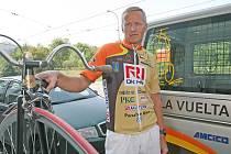 Cyklista Josef Zimovčák se rozhodl pokořit na historickém kole všechny etapy španělské Vuelty.