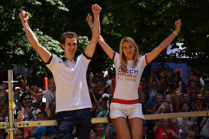Lezec Adama Ondra byl bouřlivě přivítán na brněnském olympijském festivalu.