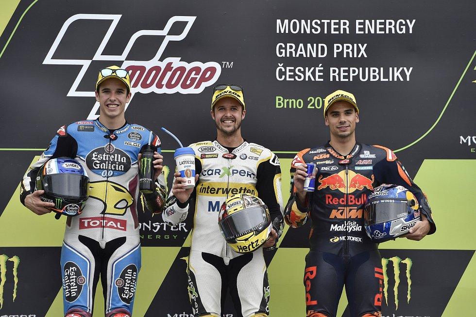 Monster Energy Grand Prix České republiky 2017, stupně vítězů Moto 2, zleva Alex Márquez, Thomas Luthi a Miguel Oliveira.