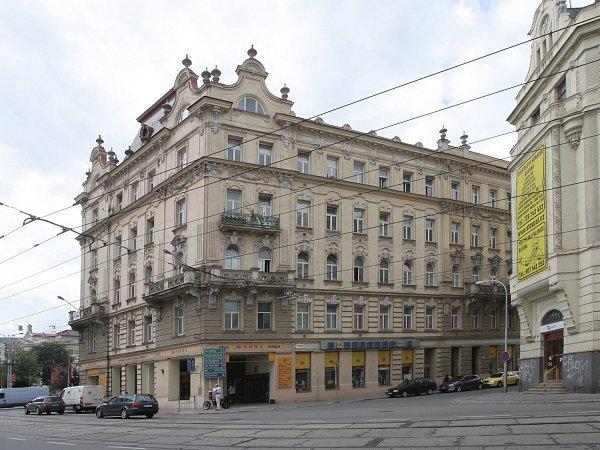 Památkově chráněný bytový dům vBrně na Kolišti 49se vdražbě prodal za 101,6milionu korun.