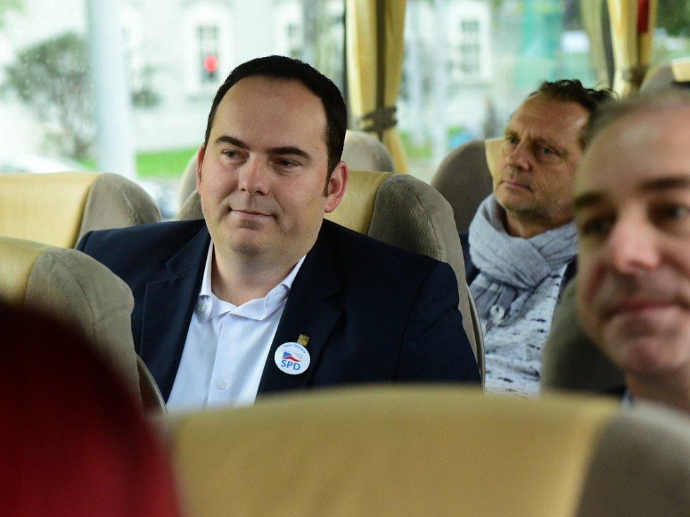 Jihomoravští lídři v Deník-busu.