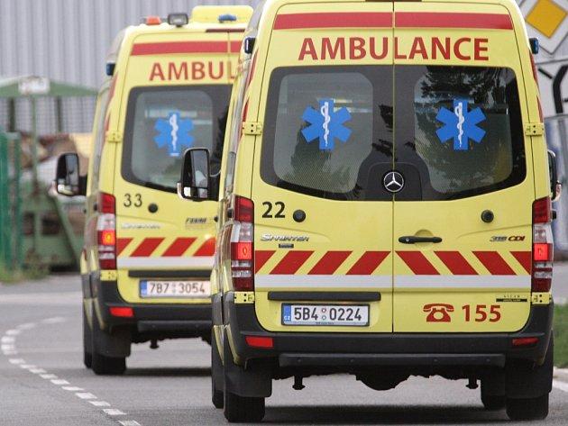 Na cestující z Chorvatska čekaly sanitky, které je okamžitě odvezly do brněnské Vojenské nemocnice.