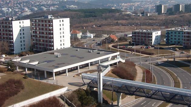 Zchátralou budovu bývalého obchodního centra nahradí víceúčelová stavba.
