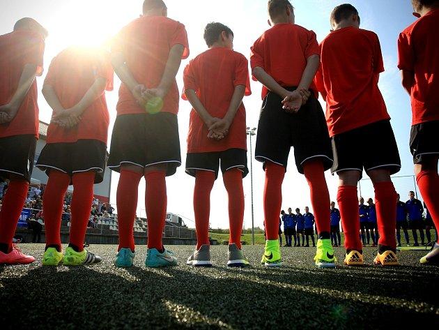 V Brněnských Ivanovicích otevřela fotbalová akademie. Mladí fotbalisté v pátek převzali certifikáty o členství v akademii a pak si proti sobě zahráli.