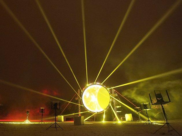 Zimní slunovrat přivítali na hvězdárně světelnou show.