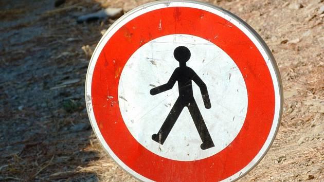 Zákaz vstupu, přesto naproti hradu Veveří lidé chodí. Ničí nově budovaný chodník