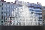 Fontána na brněnském náměstí Svobody. Vodotrysk 15. dubna 2020.