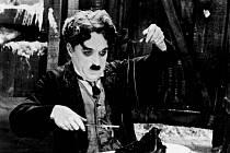 Charlie Chaplin se vydá hledat zlato na Aljašku – v grotesce Zlaté opojení (The Gold Rush) promítané 14. srpna v Letním kině na Dobráku za doprovodu brněnské kapely Ty syčáci.