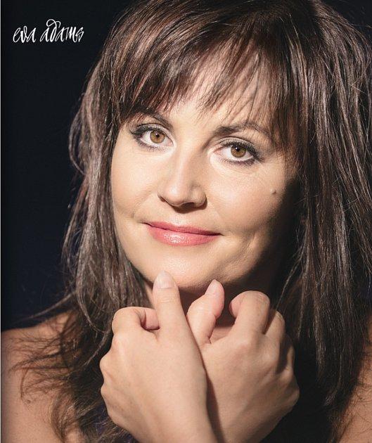 Eva Ševčíková zdua Eva a Vašek, pro sólovou dráhu jako Eva Adams.