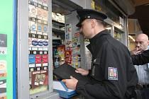 Policisté na jižní Moravě zkontrolovali desítky prodejen s tvrdým alkoholem.