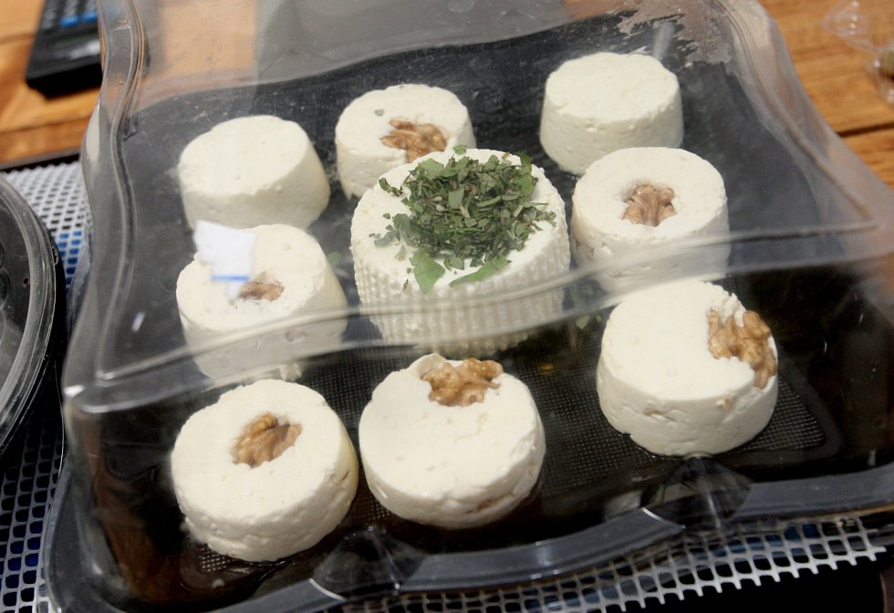 Jak vyrobit kozí sýr učili V líšeňské restauraci U Fidela.