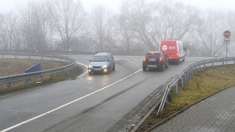 Jedno z problémových míst na silnici I/43 - křižovatka u kuřimské části Podlesí.