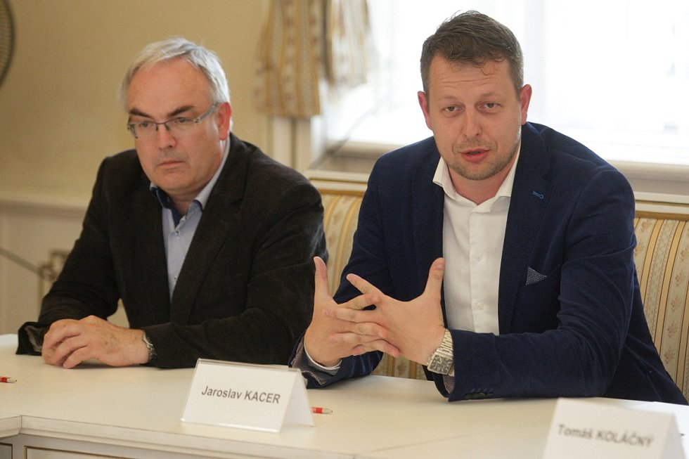 Jaroslav Kacer z TOP 09 (vpravo).