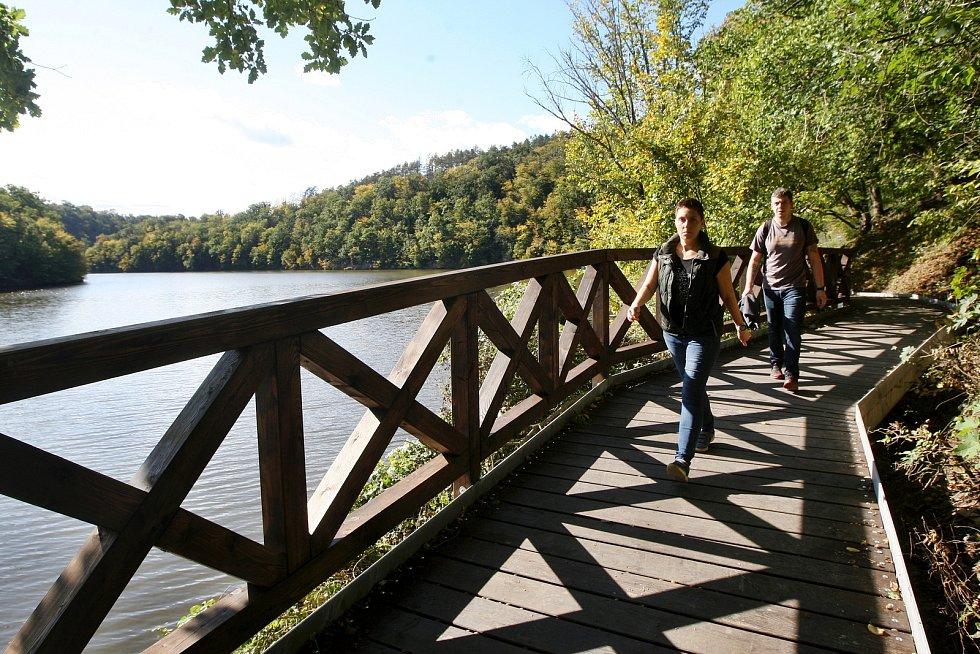 Otevřená zrekonstruovaná turistická trasa v úseku Junácká louka – Nad Zouvalkou – Kůlny u Brněnské přehrady.