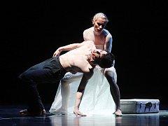 Choreografie na symfonii Henryka Goreckého odkazující k holocaustu.
