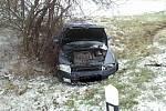 Nehoda auta mezi Terezínem a Krumvířem.