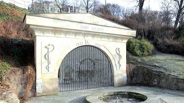 Pramen zdraví - Fons Salutis v parku Studánka.