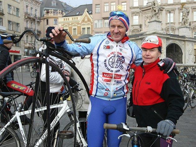Rekordní počet 228 cyklistů vyrazil v Brně na tradiční novoroční vyjížďku