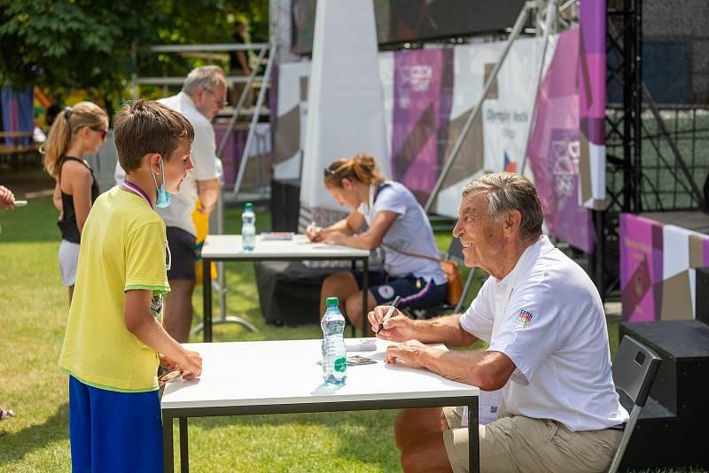 V neděli navštívili Olympijský festival v Brně cyklista Jiří Daler a skifařka Miroslava Knapková. Foto: Radek Miča