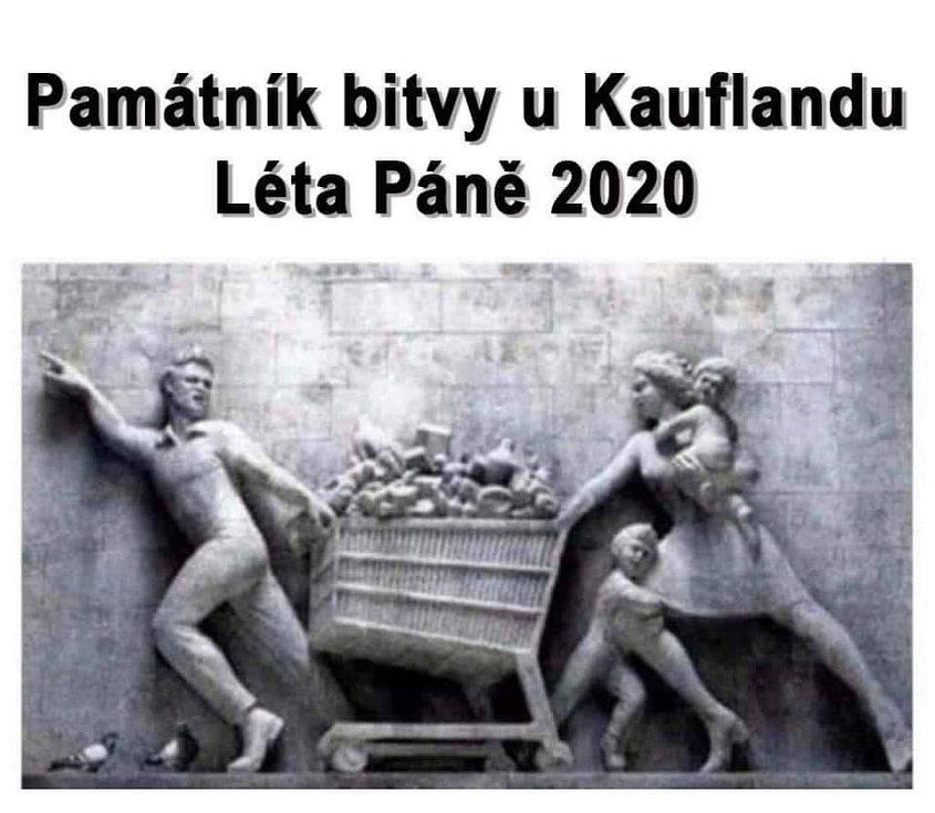 Památník bitvy u Kauflandu. Někteří si dělají z nynějšího nákupního šílenství na sociálních sítích legraci. Dokonce vytvořili Památník bitvy u Kauflandu. Stala se léta páně 2020.