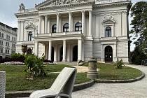 Výstavu je mžné vidět až do 24. října před Mahenovým divadlem v Brně.