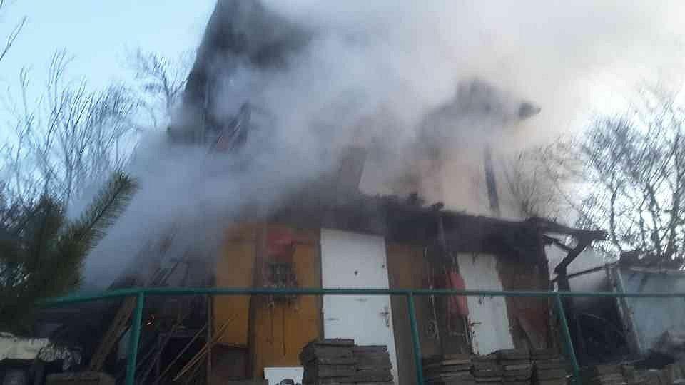 V úterý před půl šestou ráno hořela chata v Novém Lískovci.