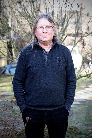 Roman Dragoun je český hudebník, klávesista, zpěvák a skladatel. Hrál, či stále hraje vrockových skupinách Progres 2, Futurum, Stromboli a T4, vydal několik sólových alb.