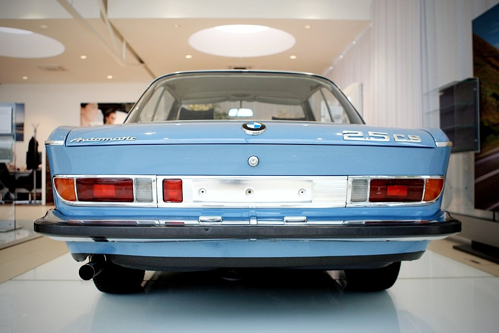 Sto let už brázdí auta značky BMW silnice. Před 48 lety si jeden z vozů pořídil také brněnský podnikatel a majitel společnosti Renocar Miloš Vránek starší. Několik vozů z jeho sbírky si mohou zájemci prohlédnout v autosalonu společnosti v Brně-Slatině.